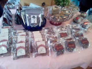 テーブルに並べられたパルミラの商品
